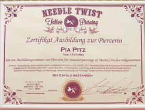 Pia ist unsere zertifizierte Piercerin